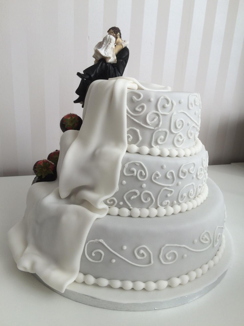 Hochzeitstorte in braun-weiß