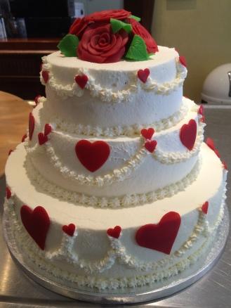 Hochzeitstorte mit Herzen