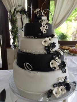 Hochzeitstorte schwarz & weiß